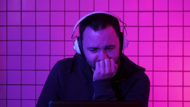 El-jugador-llorando-viendo-Stream-cómo-su-equipo-pierde