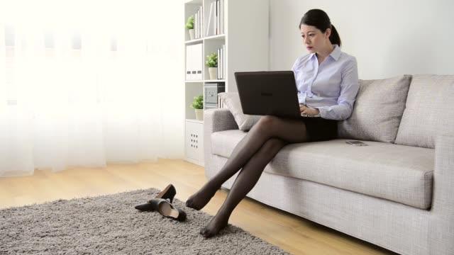 attraktive-Geschäftsfrau-Arbeitskraft-zurück-zur-Startseite