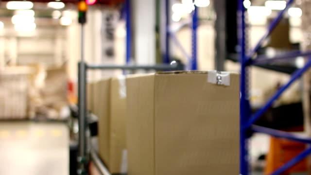 Cardboard-boxes-on-conveyor-belt-inside-warehouse
