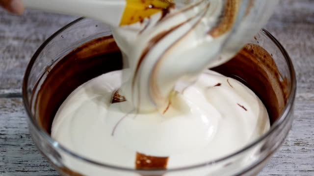 Making-chocolate-mousee-for-cake-