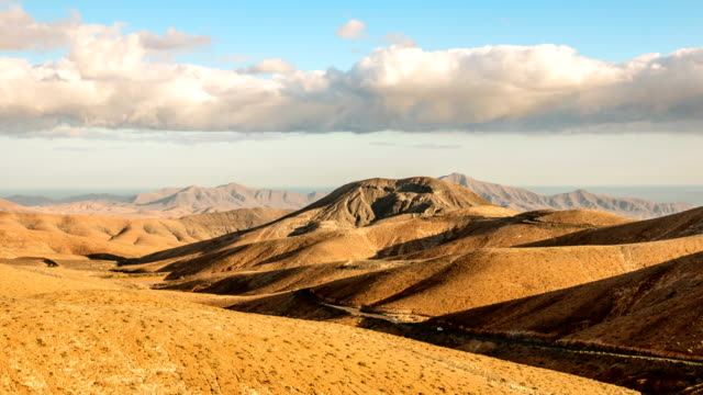 Timelapse-clouds-flying-over-dry-mountains-and-smooth-hills-Fuerteventura-Spain