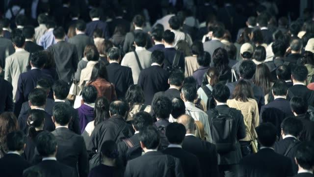 Crowd-of-businessmen-going-to-work-in-the-morning-Shinjyuku-Tokyo-Japan