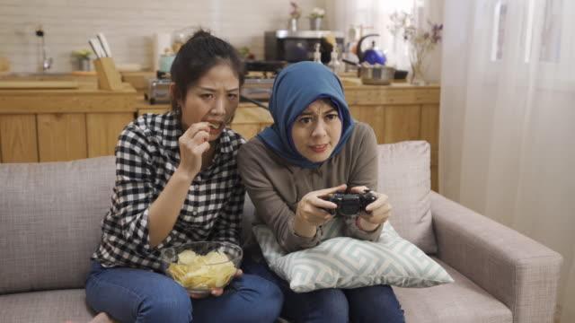 islam-female-playing-games-losing-