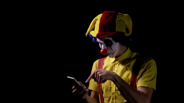 A-clown-uses-a-smartphone-to-call-the-viewer-
