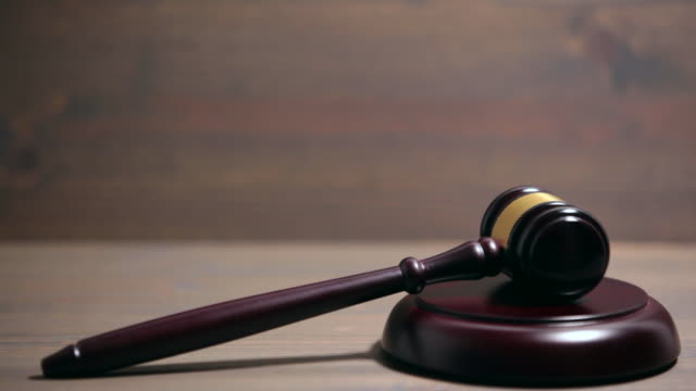 Closeup-of-Wooden-Courtroom-Gavel