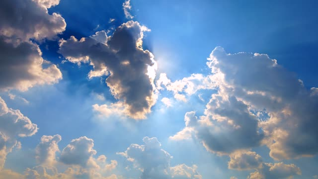 4K-Time-lapse-Moving-clouds-and-white-clouds-flying-on-blue-sky-with-sun-rays