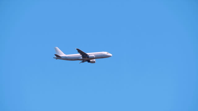 HD---Tracking-airplane-in-the-sky