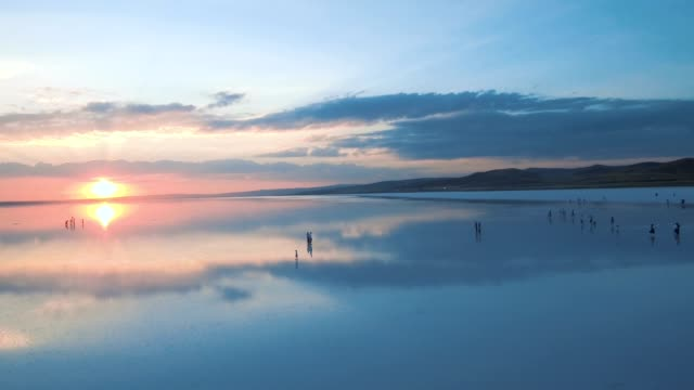 Silueta-humana-Salt-Lake-y-puesta-de-sol