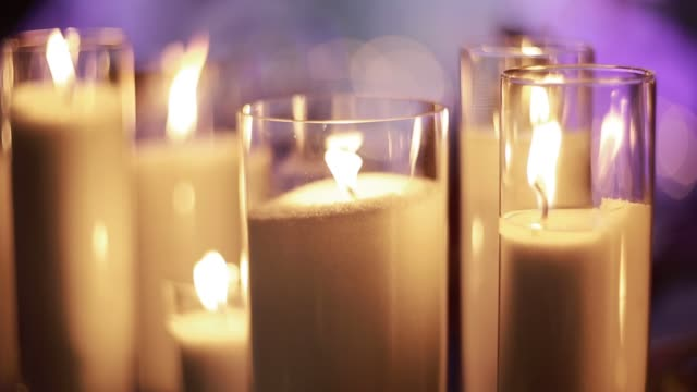 Candle-lights-at-an-event-reception