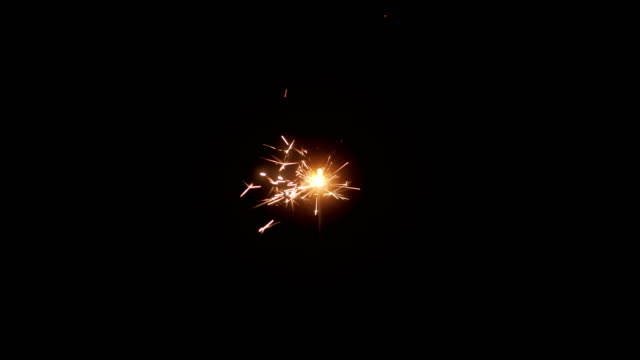 Quema-de-luces-de-Bengala-sobre-fondo-negro