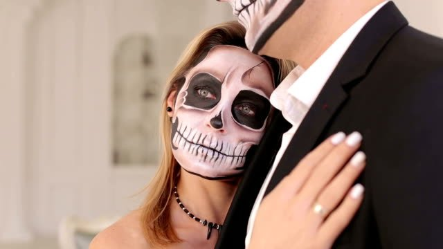 Portrait-of-a-young-couple-in-the-Halloween-mask-in-a-beautiful-interior-