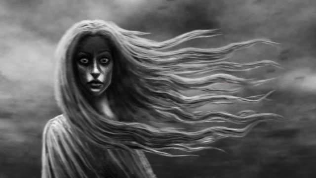 Mujer-joven-con-pelo-volador-sobre-el-fondo-de-nubes-corriendo-