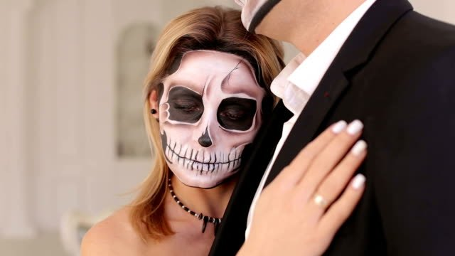 Creepy-couple-of-actors-with-scary-Halloween-makeup-in-vintage-costumes-