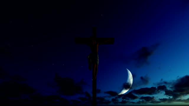 Jesús-cruz-contra-la-media-luna-cielo-azul-estrellado
