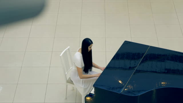 The-girl-pianist-playing-the-piano-4K-