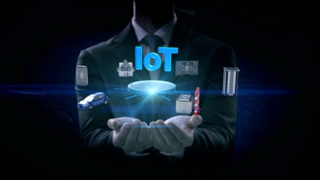 Empresario-abre-dos-Palmas-elegante-casa-fábrica-edificio-sensor-de-internet-móvil-de-coche-conectar-IoT-Internet-de-las-cosas-4-película-de-k-