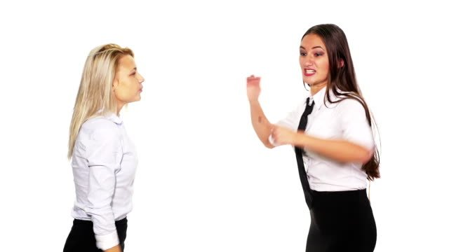 Zwei-Geschäftsfrauen-streiten-und-immer-in-einen-Kampf