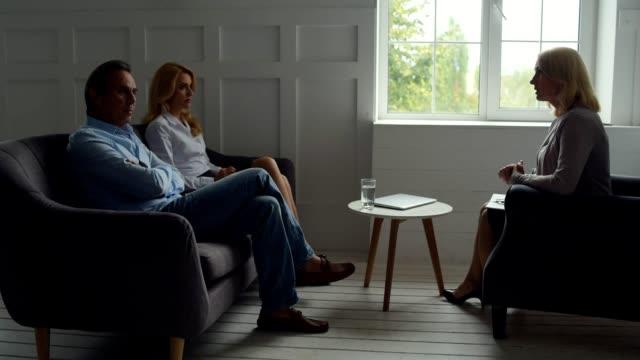 Skilled-psychologist-solving-problems-of-destroyed-family