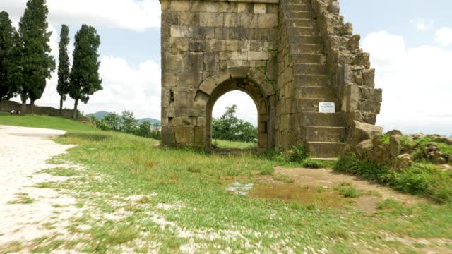 Antiguo-edificio-cerca-del-templo-de-Bagrati---Georgia-Kutaisi