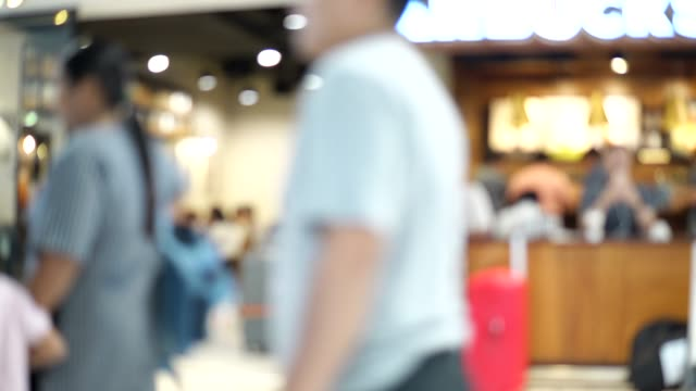 Blurred-footage-of-coffee-shop-with-people-drinking-coffee-4K-video-with-defocused-effect-