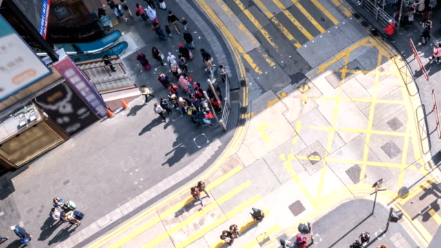 Top-view-Timelapse-of-People-crossing-on-the-road-at-Hong-Kong-