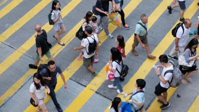 Busy-pedestrian-crossing-in-Hong-Kong