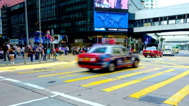 Peatones-autobuses-y-tráfico-en-Central-distrito-de-Hong-Kong---hyperlapse