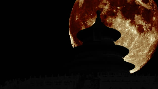 silhouettes-of-the-Temple-of-Heaven--Beijing--with-giant-moon