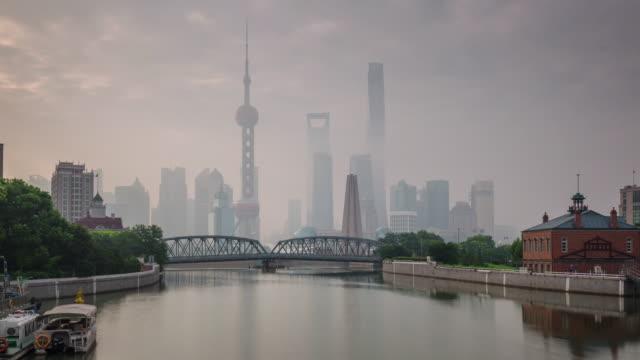 China-shanghai-Stadt-Morgen-Nebel-berühmten-Fluss-Bucht-Brücke-Panorama-4k-Zeitraffer