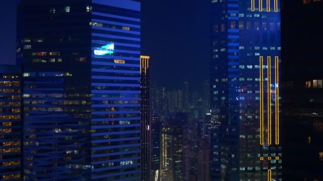 noche-tiempo-luces-hong-kong-Centro-Bahía-china-de-panorama-4k-de-reflexión-en-la-azotea-del-edificio