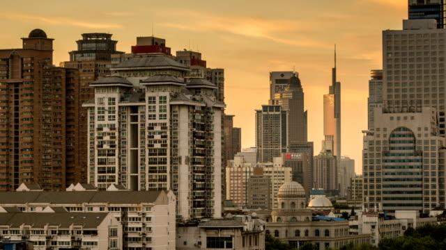 Lapso-de-tiempo-del-paisaje-urbano-en-la-ciudad-de-nanjing-atardecer-china