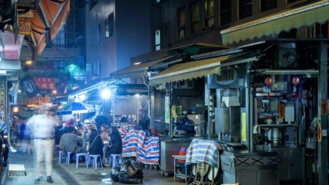 Hong-Kong-local-diners-at-street