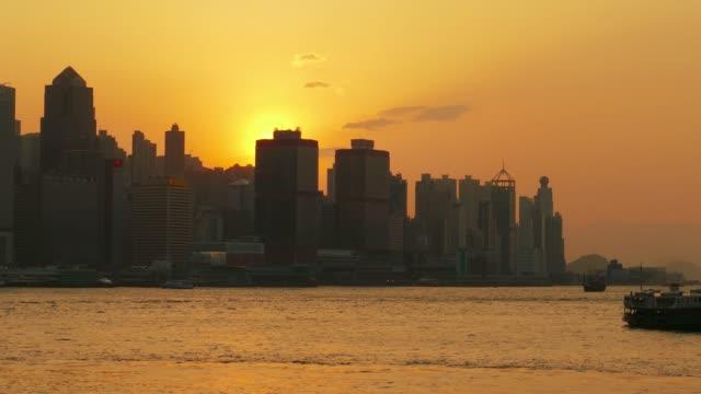 Hong-Kong-bei-Sonnenuntergang-Victoria-Harbour-und-Central-