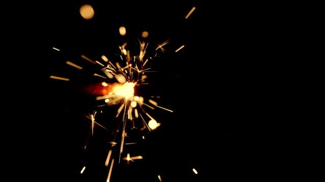 HD---cámara-lenta-de-fuego-en-un-cable-de-encendido