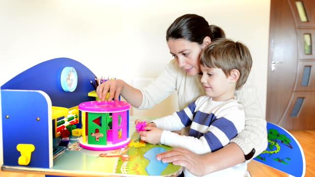 Madre-jugando-con-su-hijo