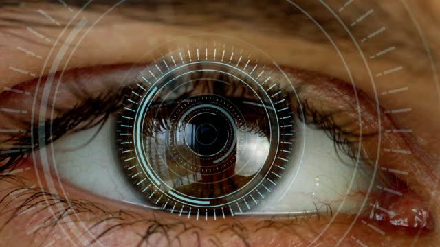 Ojo-humano-con-sistema-de-visión-futurista