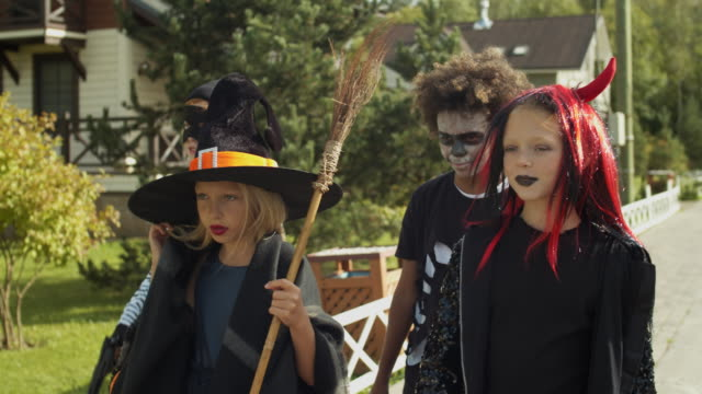 Four-Children-Trick-or-Treating