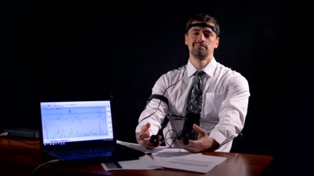 A-man-tries-to-cheat-polygraph-by-making-a-joke-