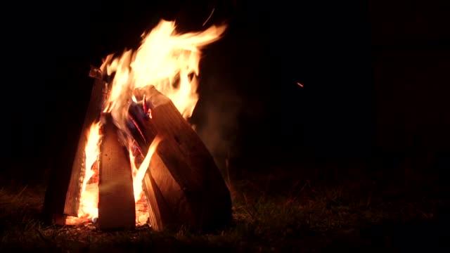 fire-burning-at-night-campfire-on-dark-autumn-night-warmth