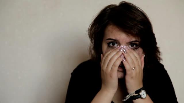 Girl-crying-teenage-suicide