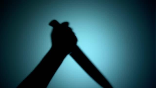 Silhouette-der-killer-stechende-Opfer-mit-Fleischermesser-Mordstätte-horror