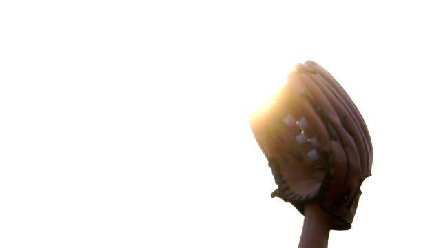 Close-ups-that-baseball-glove-with-baseball-players-in-baseball