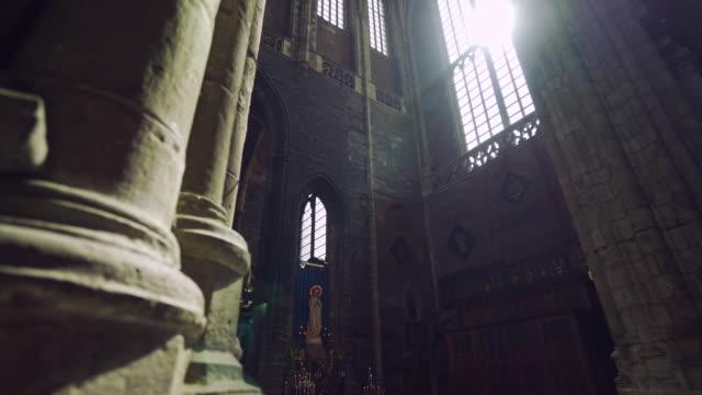 Interior-Catedral-de-sol-brillante