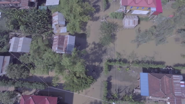 Antenne-vertikal-abgeschossen-auf-der-Suche-über-die-schlimmsten-Überschwemmungen-verwüstet-Südost-Asien-Ertrinken-Dörfer-im-ländlichen-Raum