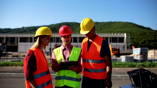 Arquitecto-e-Ingeniero-en-construcción