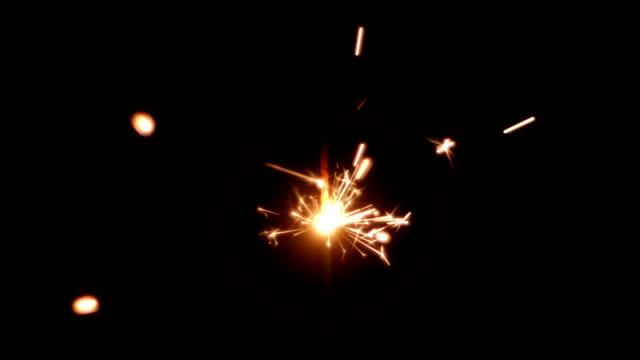 Luces-de-Bengala-de-Navidad-sobre-fondo-negro