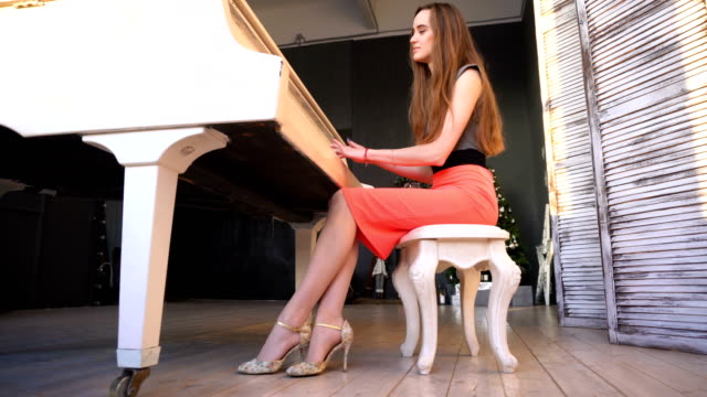 Young-woman-playing-on-the-grand-piano