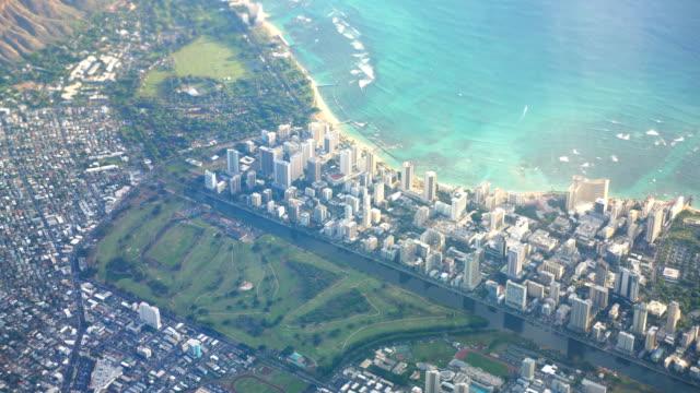 Toma-aérea-de-Honolulu-Hawaii-en-4k