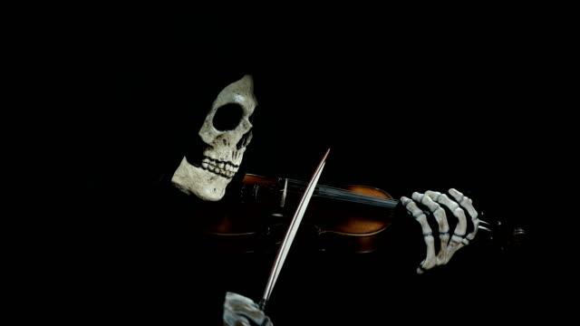 la-muerte-toca-violín-del-diablo-tocando-la-melodía-de-la-muerte