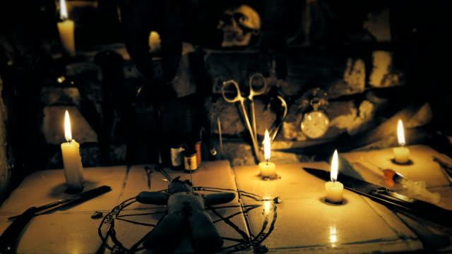 ritual-de-la-zona-con-el-muñeco-de-vudú